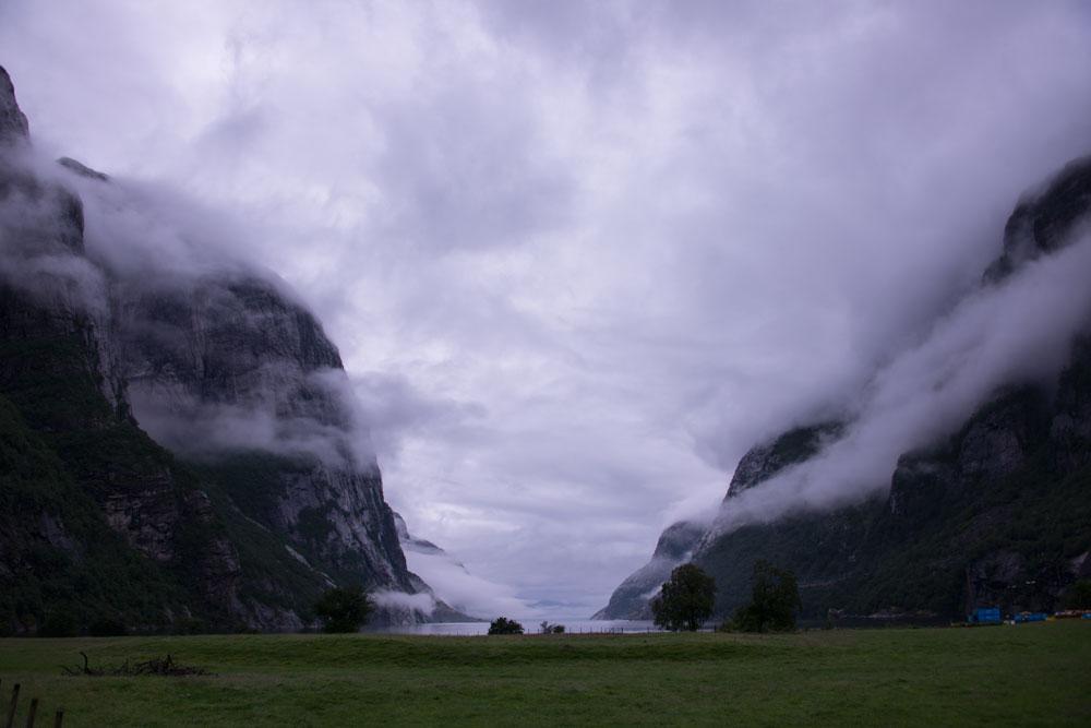 На берегу Люсе фьорда
