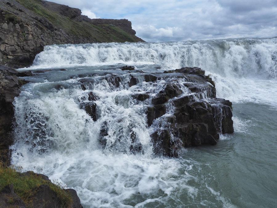 Каскадный водопад Гюдльфосс