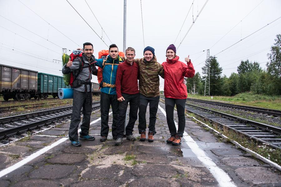 Наша группа на станции Имандра, старт похода
