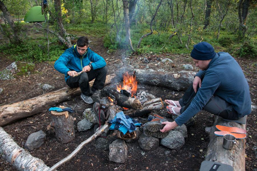 Лагерь и костер в лесной зоне Хибин